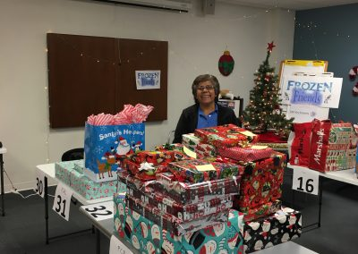 Staff Set UP Holiday Giving (31)