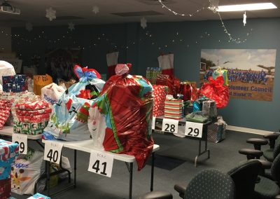 Staff Set UP Holiday Giving (16)