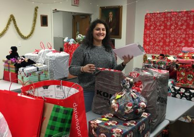 Staff Set UP Holiday Giving (28)