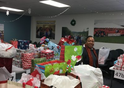 Staff Set UP Holiday Giving (29)