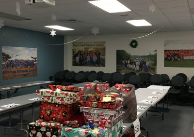 Staff Set UP Holiday Giving (7)